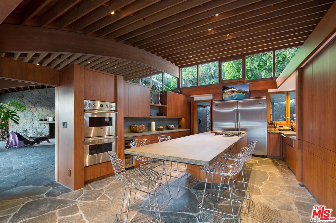 Built in 1982, the home is on the market for the first time in 16 years and has undergone a multi-million dollar restoration and renovation managed and overseen by Lautner-trained architect Duncan Nicholson. The kitchen, which is totally modern, is a dream workspace. Check out the island counter, which also appears to use a cantilever design.