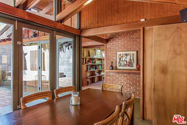 As a testimony to the quality of Harris' work, John Entenza, the publisher and editor of California Arts and Architecture magazine, commissioned Harris to build his own residence in Santa Monica in 1937.