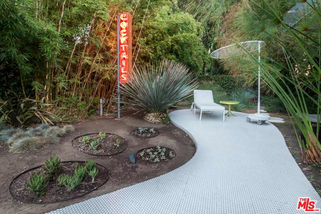 "he amorphous shape of the tiled patio, which extends into this garden ""cocktail"" area is super cool."