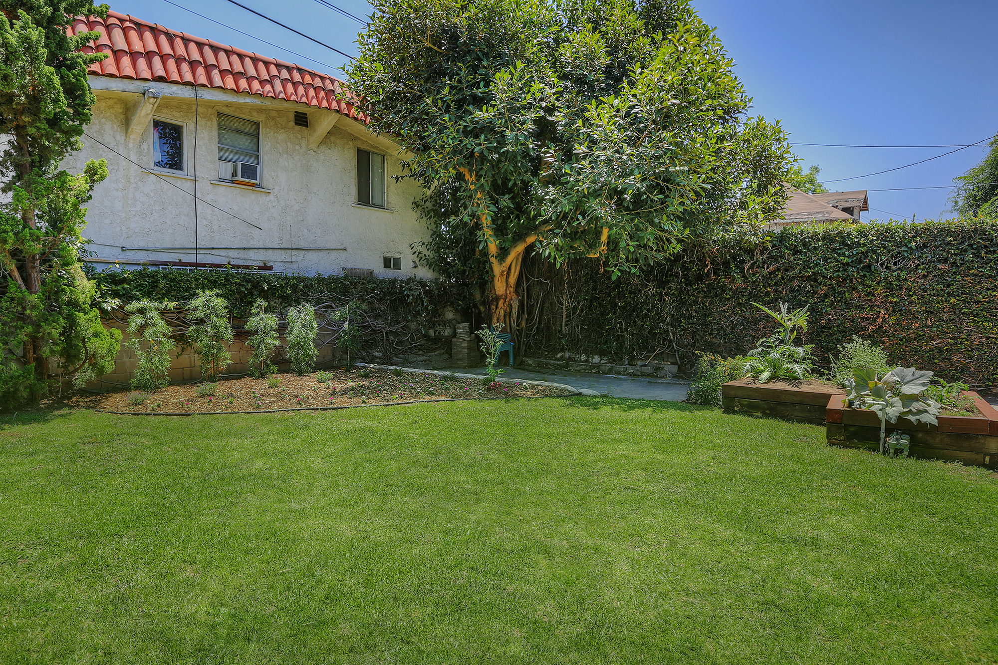 Whether your thing is gardening, croquet, badminton or picnics, the large, grassy backyard is ready for any of them. Or all of them!