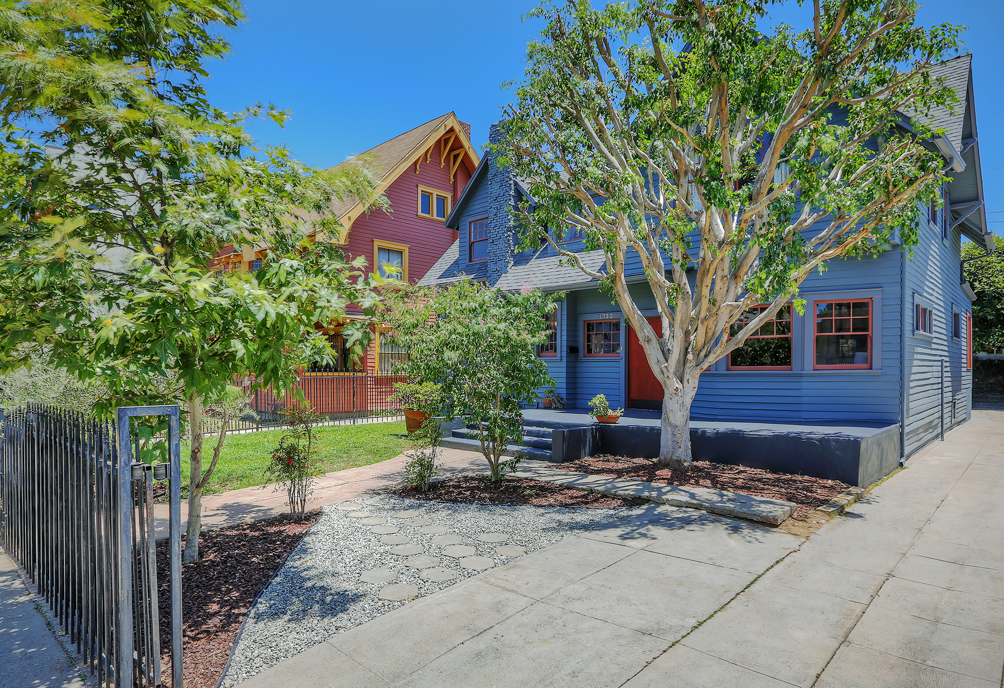 With its ideal central location and an abundance of stunning turn-of-the-century homes, Harvard Heights is the hottest up-and-coming neighborhood in L.A. Here is your chance to be ahead of the next real estate wave!