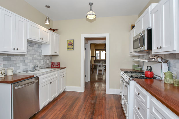 It's not uncommon to find that homes are designed with kitchens that are too small, making them a less-than-comfortable gathering space. Likewise, an overly expansive kitchen can have so much dead space that that its usability is diminished. Sometimes, though, they're sized perfectly. Just like this one.
