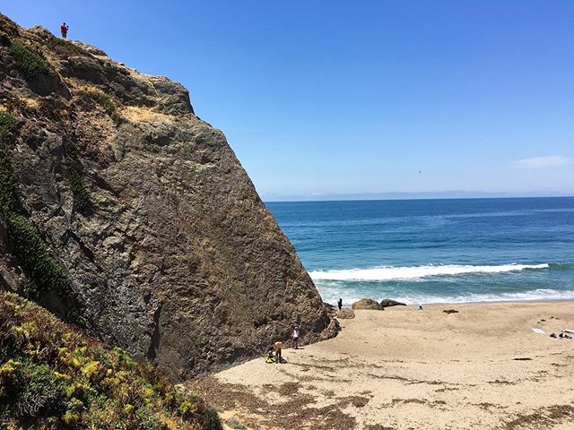 i think this beats climbing at a gym. until the tide comes in, that is.  #malibu #pointdume #rockclimbing #angelenoliving #socal #beachscene #beachhikes