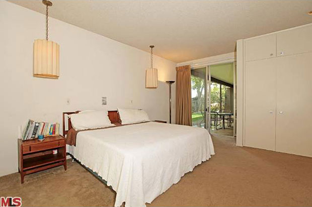 The bedroom wing includes 2 guest rooms sharing a jack-and-jill bath, plus a spacious master suite with walk-in closet.