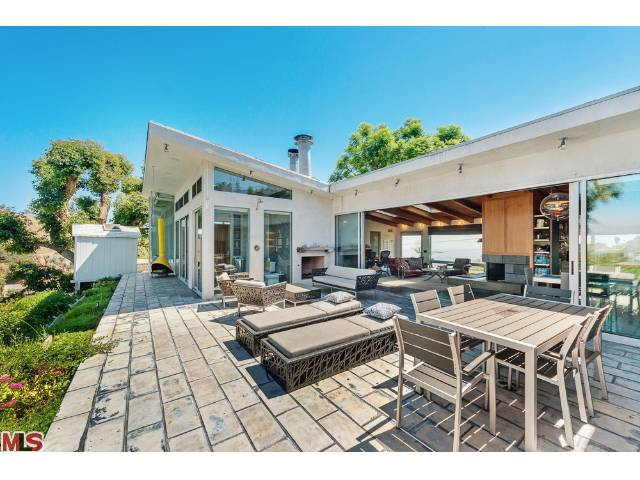 Hollywood Hills indoor-outdoor living at its best.
