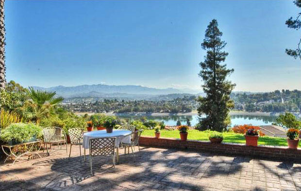 With over 3,000 square feet of living space, the home's potential stems in large part from its location and magnificent siting. Perched on a hilltop on the west side of the Silver Lake Reservoir, the property has glorious vistas in every direction.