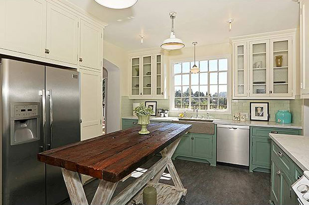 The kitchen is probably my favorite room in every remodel by Re-Inhabit. Part vintage, part modern, and always fun. It's definitely the sort of room you enjoy being in.