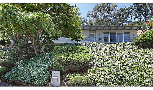 Mere steps from the Silver Lake Reservoir jogging path and just around the corner from the Recreation Center, playground & dog park. And the icing on the cake?... It's in the Ivanhoe school district!