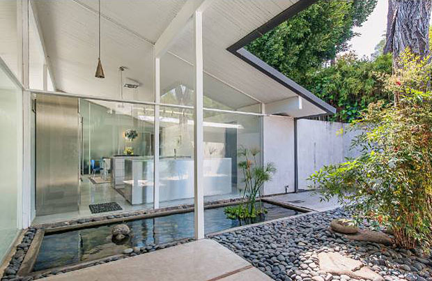 At the entry, a full wall of glass provides a view into the kitchen and dining room beyond, which obviously receive no shortage of natural light.
