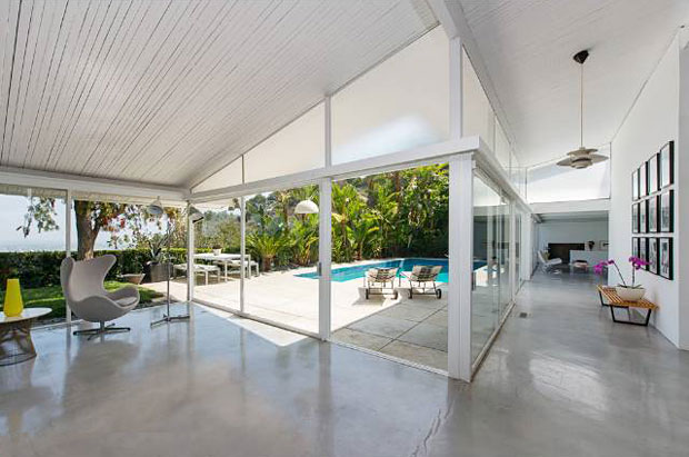 Carl Maston was an award-winning architect and graduate of the USC school of architecture and this home is a great example of his own thumbprint on SoCal's Modernist movement. I love the acid-etched glass panes that fill the space between ceiling and crossbeam on the outside wall.