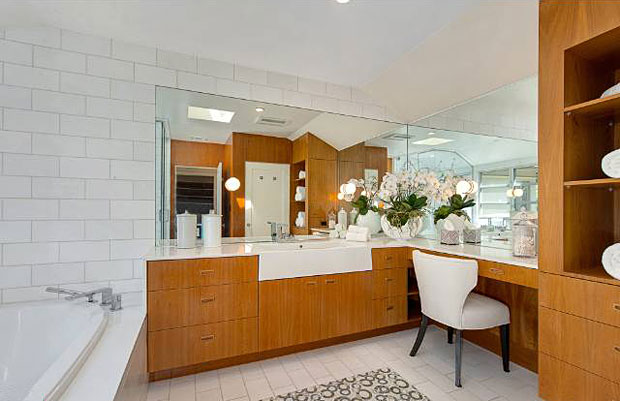 There is nothing old-fashioned about this bathroom. Chic is the word that I would use to describe it.