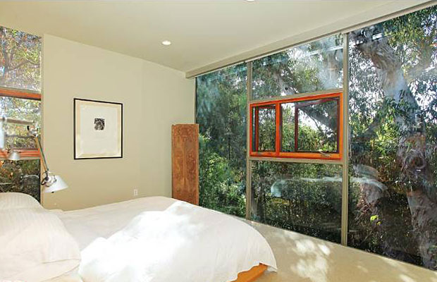In a design where there is a maximum use of glass, perhaps the most striking room is the master bedroom where the exposure to the surrounding greenery of eucalyptus trees creates an idyllic retreat.