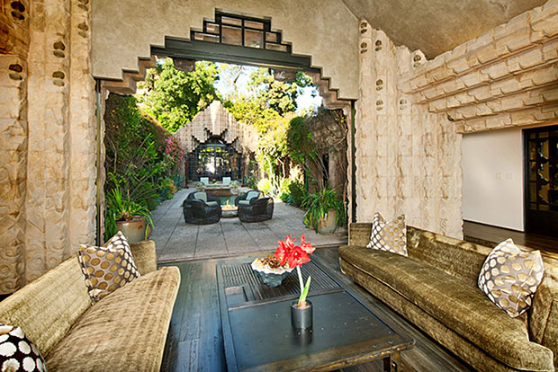 What an exotic setting. I love the walls of lush vegetation that surround the private courtyard pool and spa.