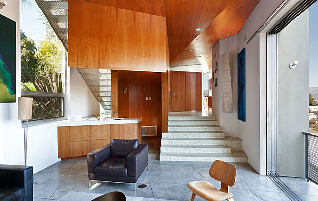 The woodwork throughout the house is gorgeous and its use is functional, clever and artful. For instance…