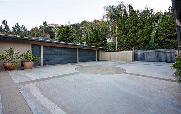 You won't have to worry about parking when you invite your friends over for a party with this driveway. Plus, it's gated. So no need to worry about party crashers either.