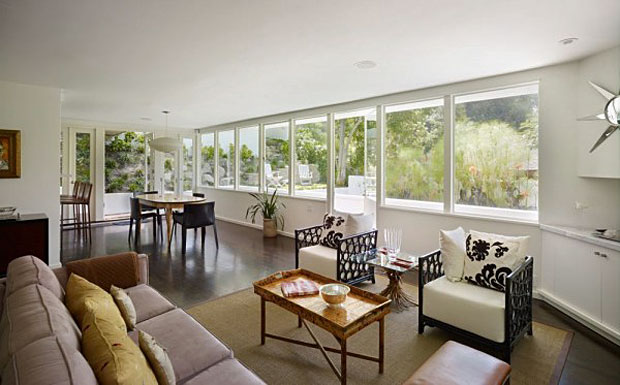 All rooms other than the kitchen and bath faced south and an immense band of windows took advantage of the views of the Hollywood Hills and downtown Los Angeles.