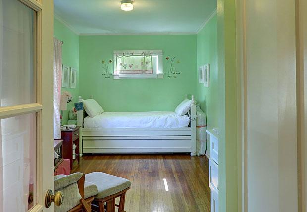 591-N-Irving-Blvd-bedroom.jpg