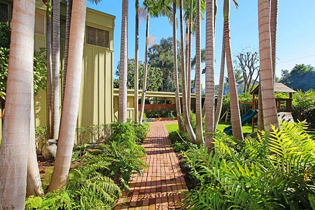 Nesbitt House by Richard Neutra, 414 Avondale Ave, Los Angeles, CA 90049