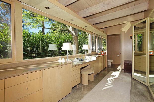 Neutra-Nesbitt-House-414-Avondale-Ave-bath.jpg
