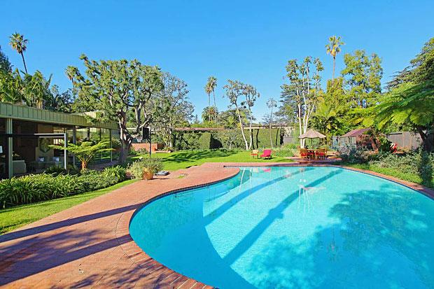 Neutra-Nesbitt-House-414-Avondale-Ave-pool.jpg