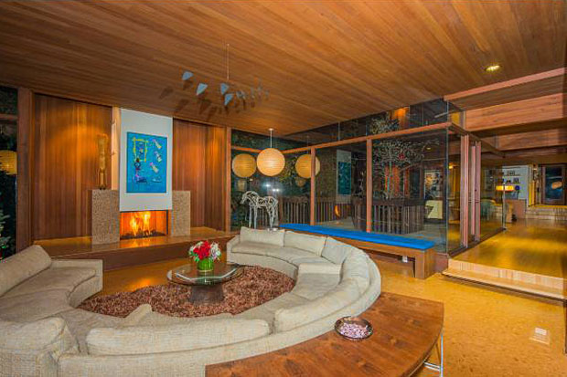 The home's current owner is Michael La Fetra, who has made quite a name for himself by buying one mid-century gem after another. (He also holds the distinction of building Pierre Koenig's final design in Malibu last year).