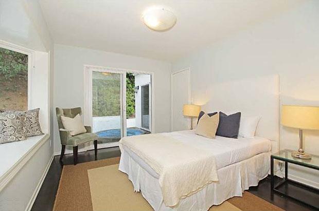 1526-N-Doheny-Dr-bedroom.jpg