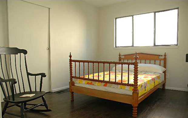 2350-Silver-Lake-Blvd-bedroom.jpg