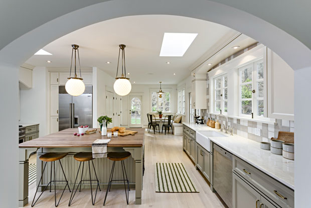 Before you even step into it and get to see the details, you can tell this is an awesome, gourmet kitchen.