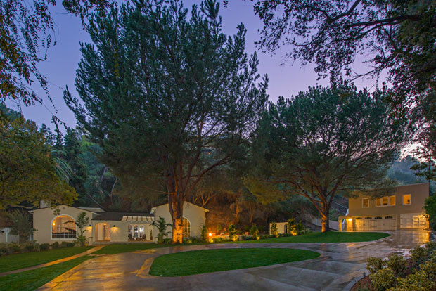 Gracefully hidden behind new perimeter fencing and extensive planting, the drive-on gated property features towering pines, vast lawns, gardens, and large private patio areas. And last but not least, it abuts Griffith Park, which lends it an extra sense of seclusion and privacy.