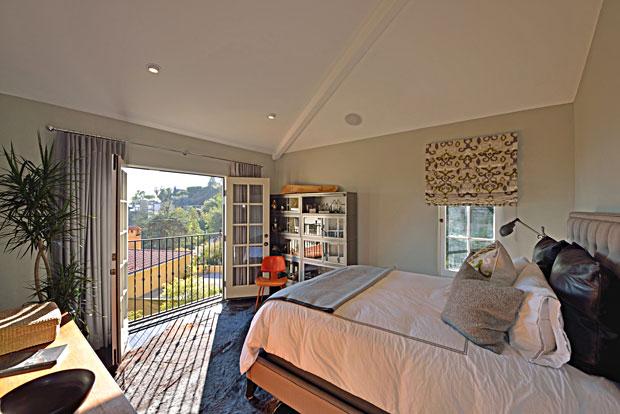 8650-Hillside-Ave-guest-beroom.jpg