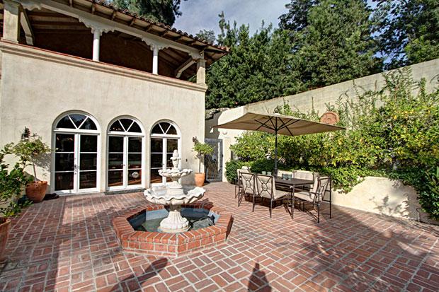 Gordon-Kaufmann-Wilbur-House-patio.jpg