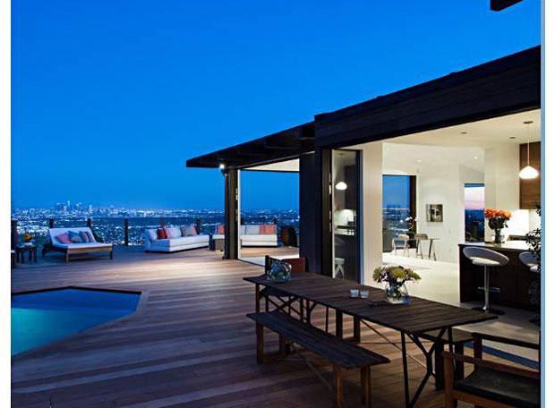 8403-Franklin-Ave-patio-dining-room.jpg