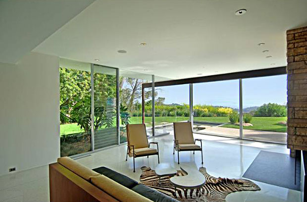The stunning interior space bears all Neutra's signature clean lines and blurs the boundaries between indoors and outdoors.