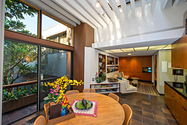 The large windows and trellis effect of the ceiling design bring a relaxing vibe to the breakfast area.