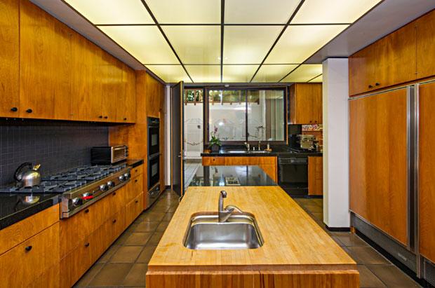 1005-Elden-Way-Robert-Skinner-kitchen.jpg