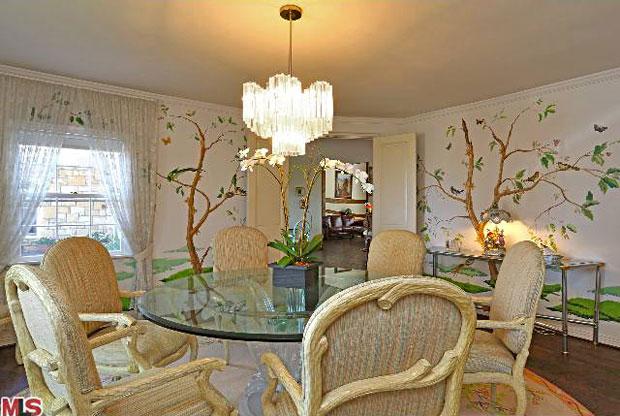 Ernest-Borgnine-Estate-dining-room.jpg