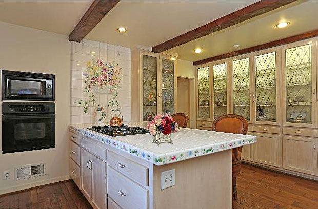 The kitchen is modest and functional. A good example how the home is not overly extravagant.