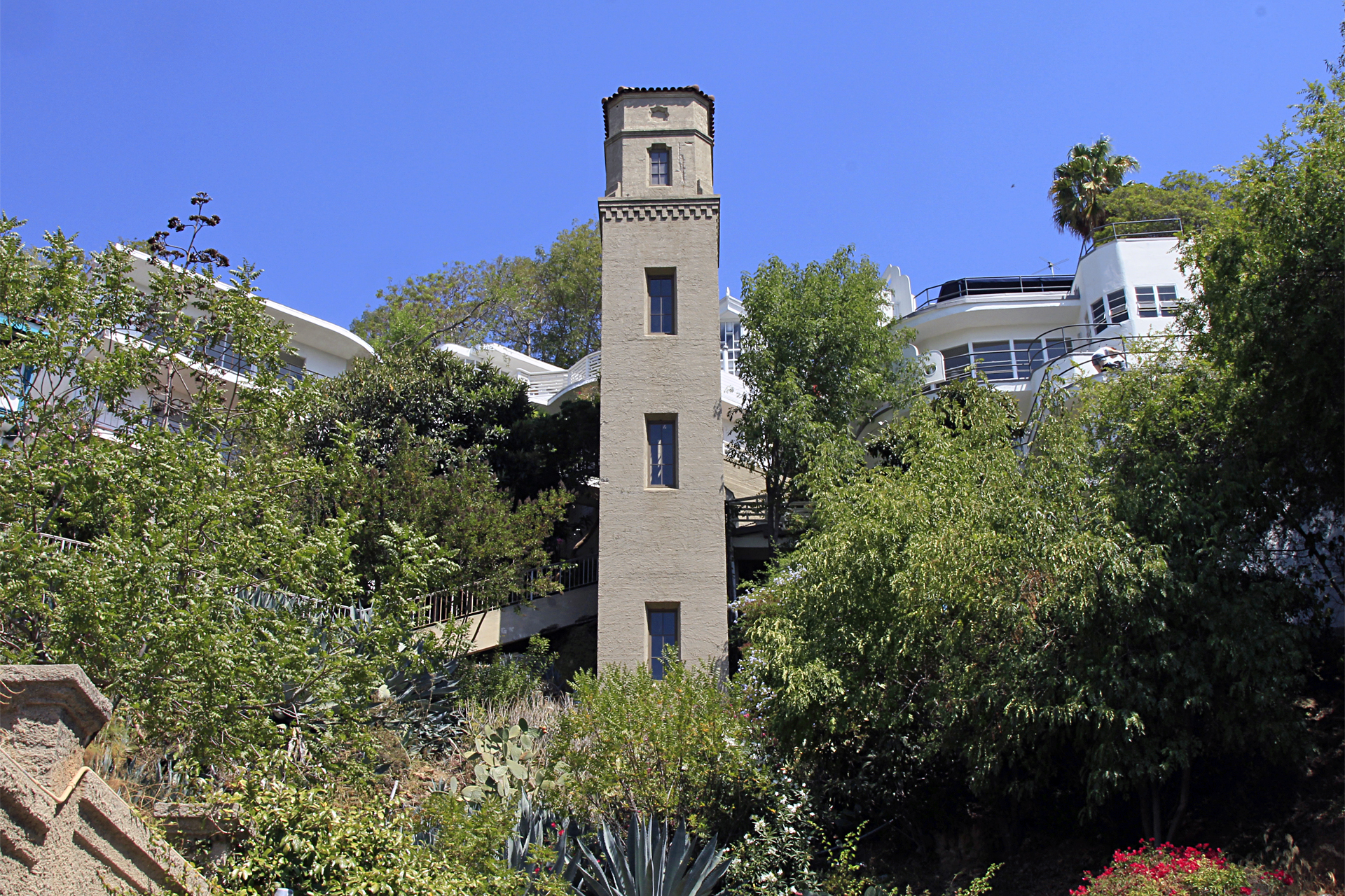 The tower climbs up to Broadview Terrace, where it meets Los Altos Place. All of the homes associated with the tower have addresses on Broadview Terrace.