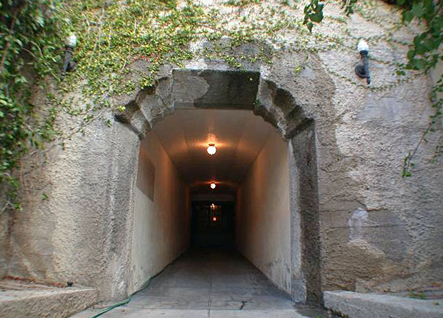 Hollywood-Heights-Tower-tunnel.jpg