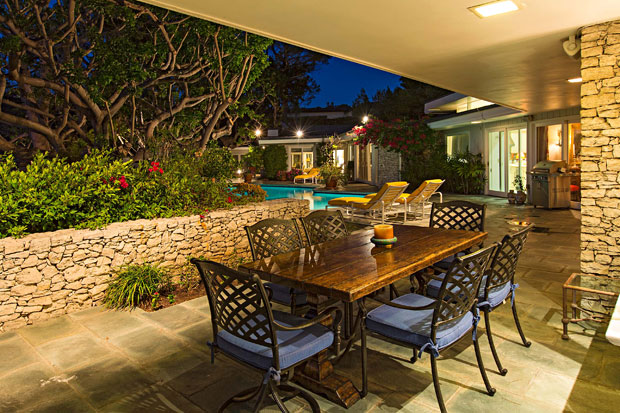 1174-Hillcrest-Rd-patio-night3.jpg