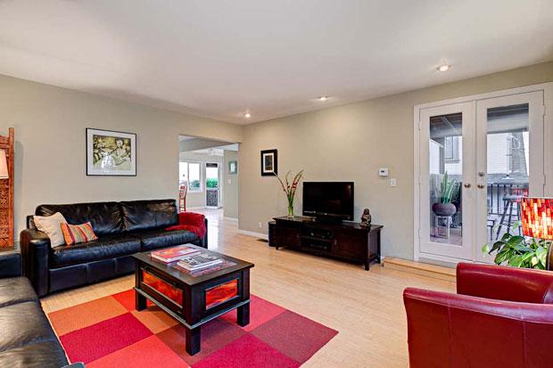 1622-Benton-Way-living-room-2.jpg