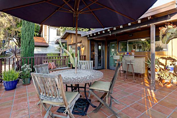 1622-Benton-Way-patio.jpg