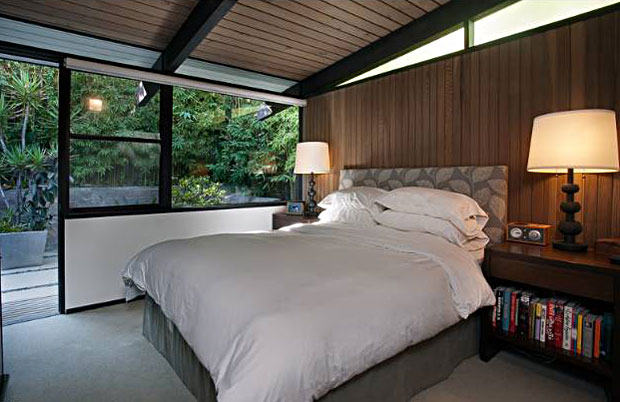 With the Doug Fir walls and large windows surrounded by greenery, the bedroom has a very restful vibe to it. Just what a bedroom ought to have.