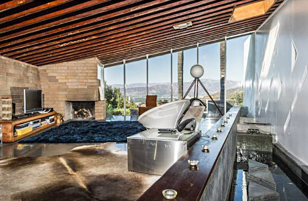 The Bergren Residence is situated in the Hollywood Hills just above Runyon Canyon, north of Mulholland. This home certainly embodies many of the hallmarks of Lautner's designs, including the use of cement and walls that follow unusual angles and open up to the view below. This modest-sized home is sited to capture both city and mountain views. According to my references it was built in 1953 (though the listing cites it as 1951) and is a great example of the unique edginess that Lautner brought to residential architecture.