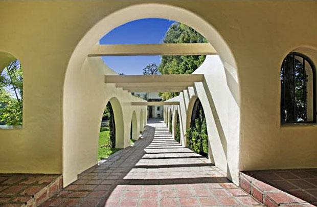 This cool walkway makes for a dramatic approach to the house.