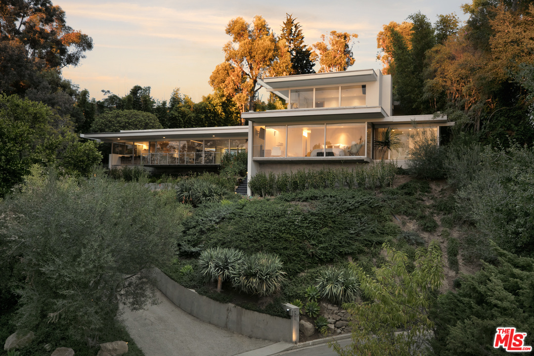 The Hamman House, by Richard Neutra. 1959. 201 Bentley Circle, Los Angeles, CA 90049