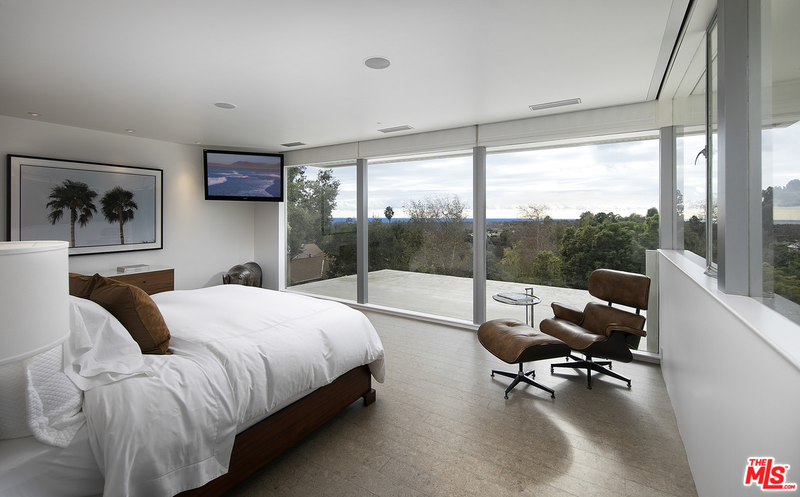 Neutra-Hammerman-House-201-Bentley-Cir-10.jpg