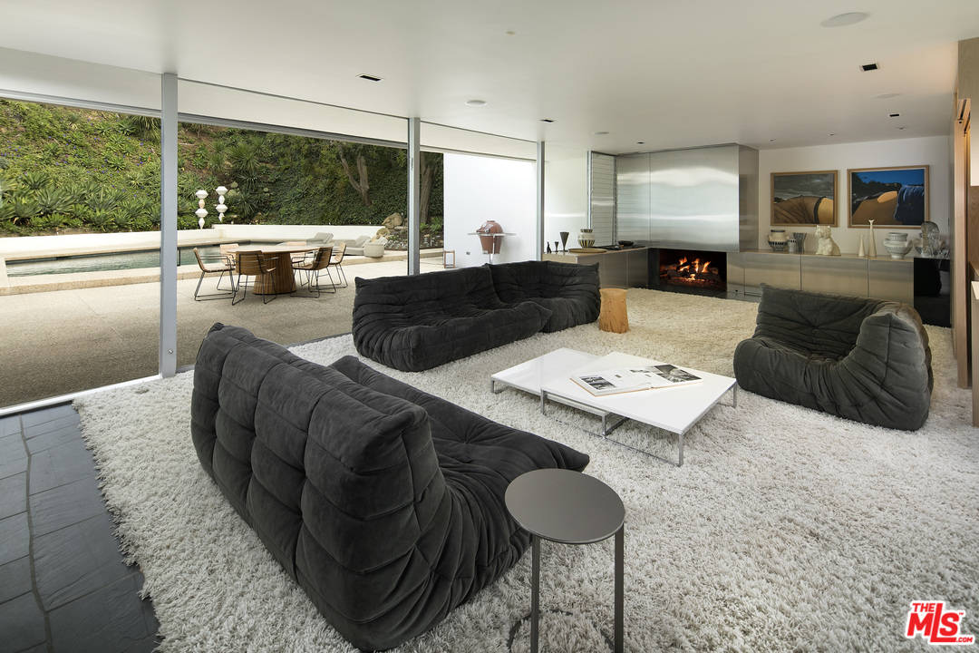 Neutra-Hammerman-House-201-Bentley-Cir-9.jpg
