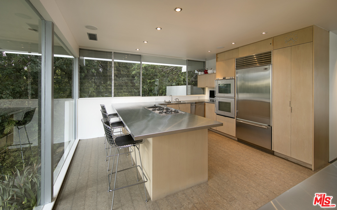 Neutra-Hammerman-House-201-Bentley-Cir-7.jpg