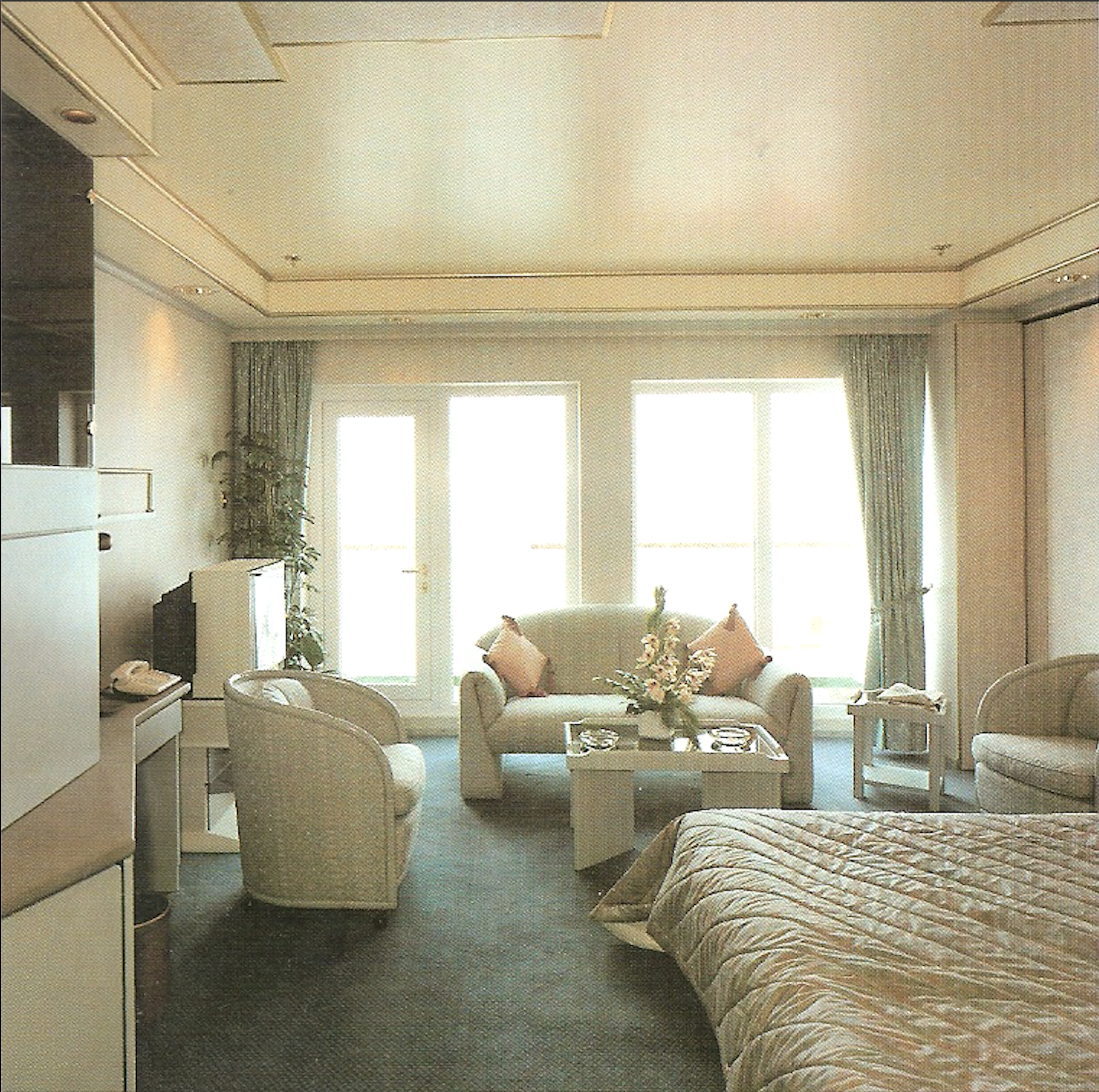 New luxury suites added to top deck on Queen Elizabeth II (Cunard Line)